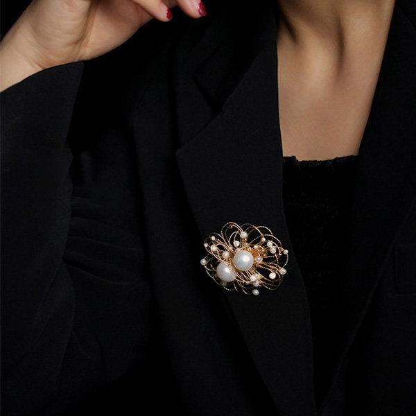 PULABO Jolie St/ér/éo Surround Design Broche Brillant Strass Foulard en Soie Anneau Boucle Clip Bijoux Accessoire pour Daily Wear Ou Robe De Soir/ée Argent 1PCS Cr/éatif et Utile Pratique Haute qualit/é