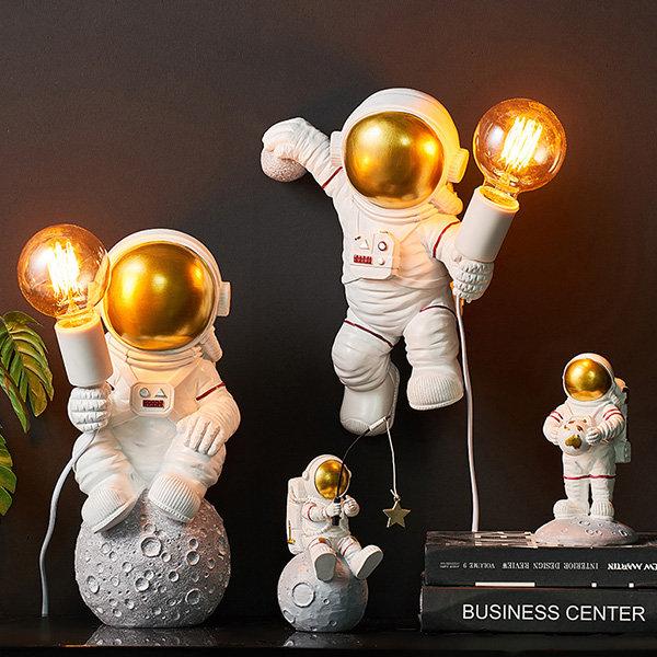 Unique Astronaut Light Decor