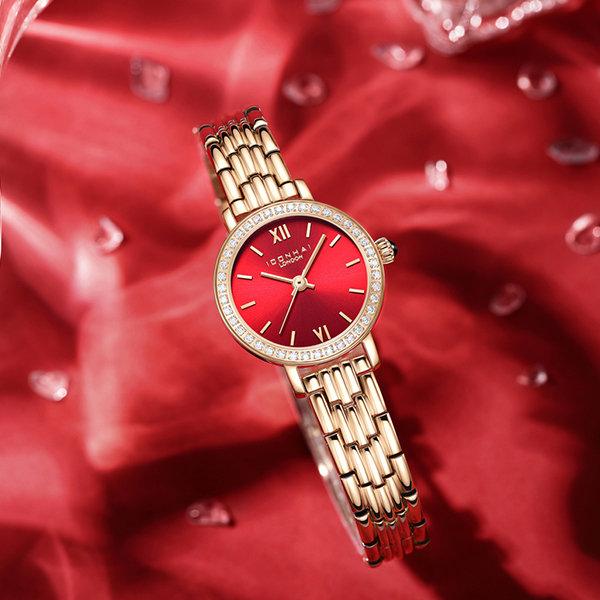 闪闪发光的红色手表